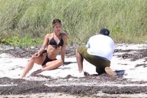 Así captaron a Nicky Jam y su espectacular novia en una playa desolada de Miami