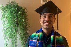 Dr. Indocumentado, primer 'dreamer' hispano graduado de medicina en una universidad de EE.UU.