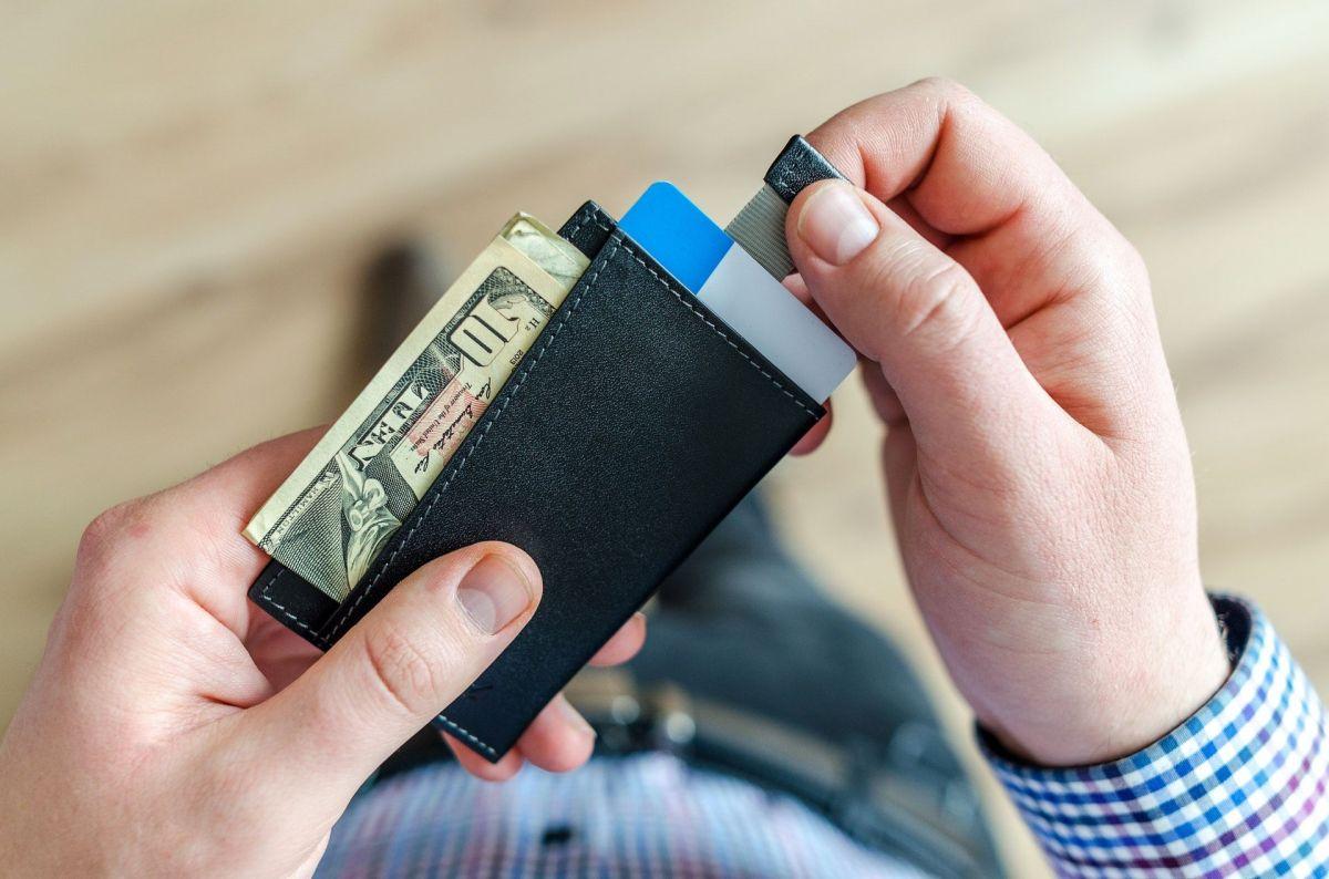3 cosas que no debes hacer con tu tercer cheque de estímulo, según experta en finanzas personales
