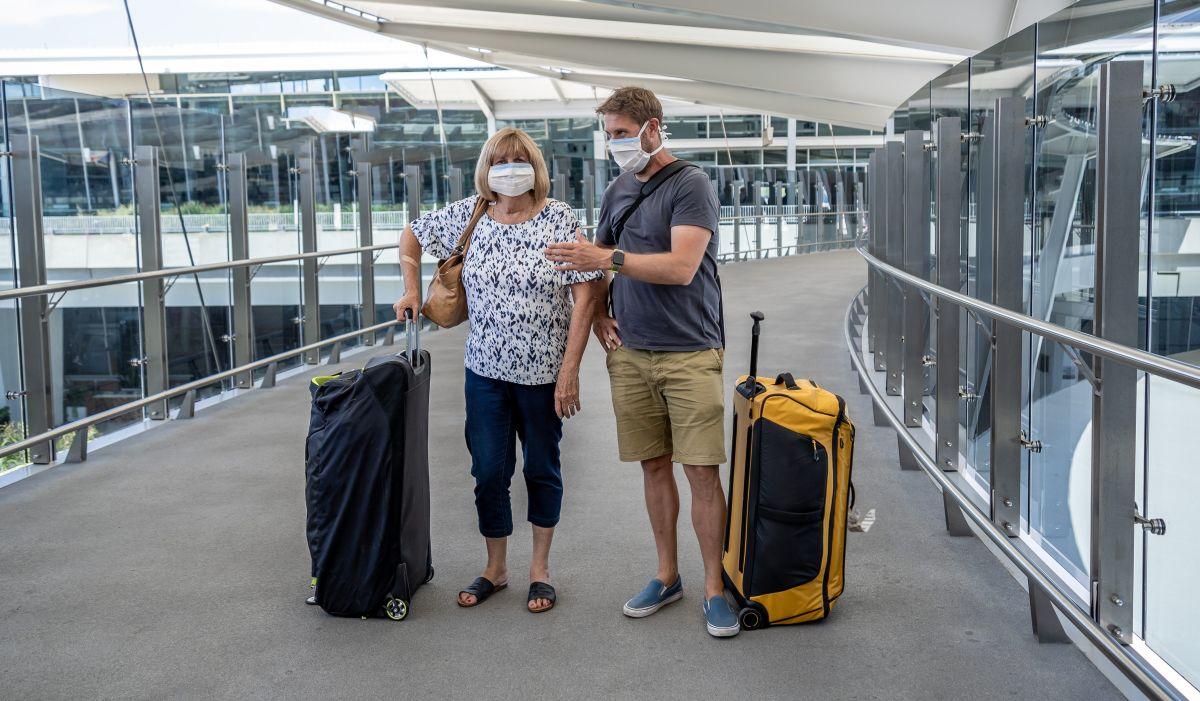4 productos escenciales para protegerte del Covid-19 si vas a viajar en avión