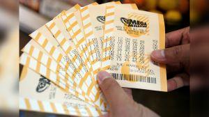 Después de 40 años, cambian el lugar donde compraban boletos de lotería y ganan muchísimo dinero