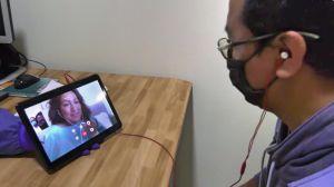 Enfermos por el coronavirus en Tijuana se despiden y piden perdón a través de un iPad