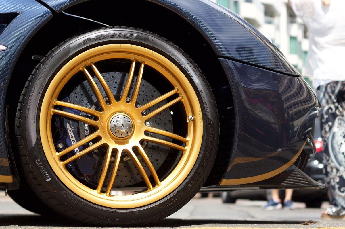 La nueva generación de llantas Pirelli cuenta con un sistema antipinchazos y sellador de orificios.
