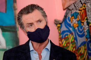 California: récord de casos de coronavirus en un día hace que el gobernador emita orden de uso de tapabocas