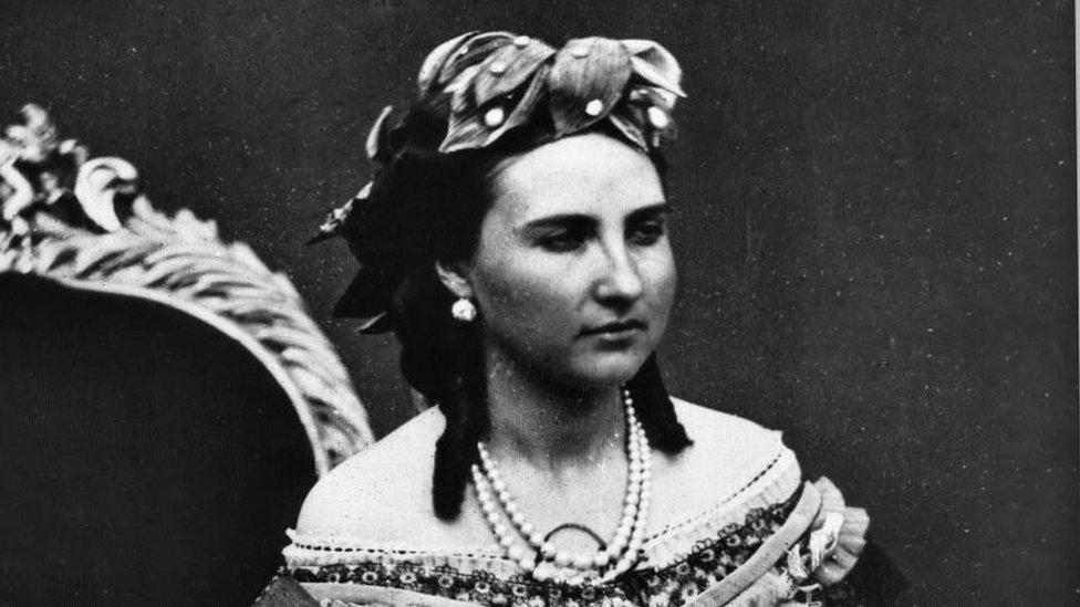 Carlota nació como princesa de Bélgica al ser hija del rey Leopoldo I y de la princesa Luisa María Orleans.