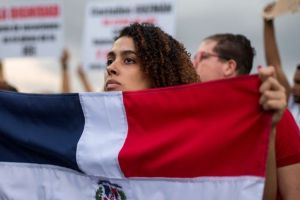 """Diplomática de RD en Uruguay tilda de """"parásitos"""" y vividores a dominicanos que viven en EEUU"""