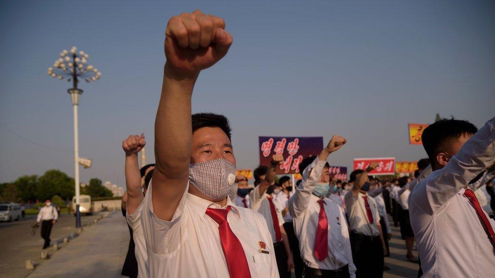 Estudiantes norcoreanos en una manifestación para denunciar a los desertores, este lunes.