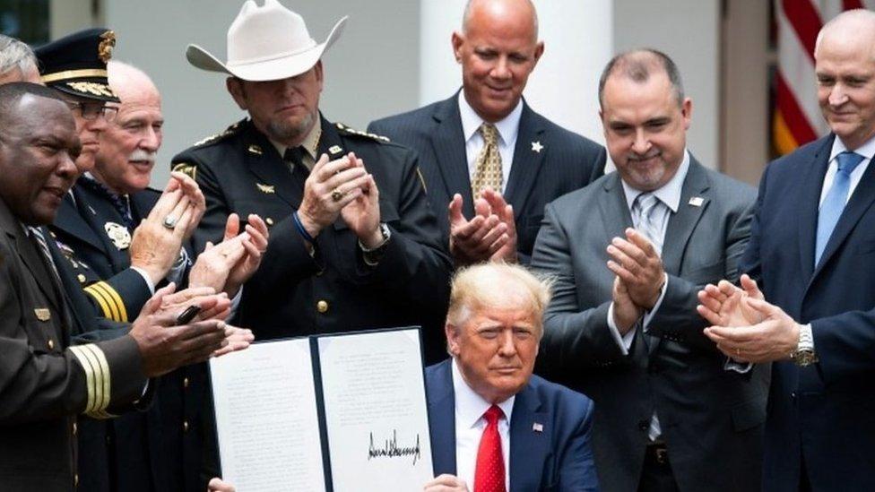 Donald Trump dijo que sin la policía, habría caos.