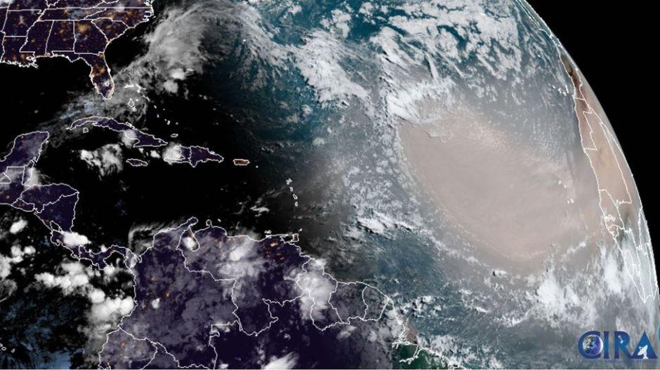 Polvo del Sahara: Cuál es el fenómeno detrás de la densa nube que viajó desde África y ya afecta a México
