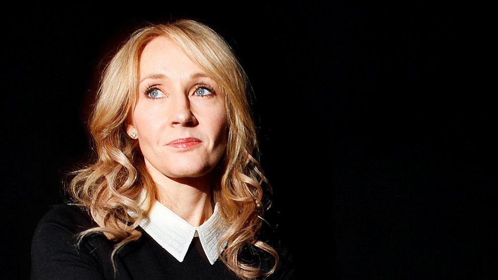 """JK Rowling escribió que hay quienes se refieren a ella como una """"TERF""""."""