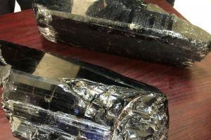 El humilde minero que se hizo rico al encontrar dos rocas de tanzanita valoradas en $3.4 millones de dólares