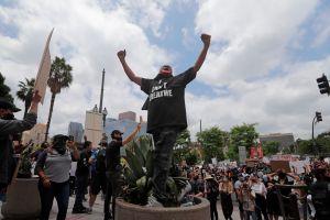 Las protestas en Los Ángeles por George Floyd critican también la violencia policial