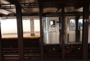 Golpean a otra anciana en Nueva York, esta vez en el Metro