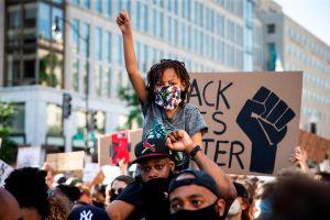 Miles acuden a la mayor protesta tras la muerte de George Floyd en Washington
