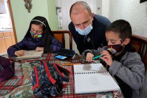 Madres de estudiantes comparten las dificultades del aprendizaje remoto