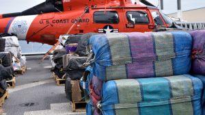 Más de 30,000 libras de cocaína y marihuana fueron decomisadas por la Guardia Costera en un mes