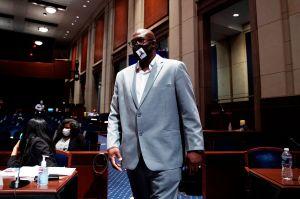 Hermano de George Floyd pide una reforma policial ante el Congreso