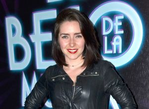 Al estilo de Yanet García, Ariadne Díaz luce su retaguardia en minibikini negro