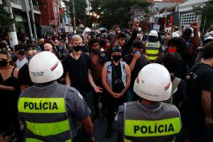 Domingo de protestas en un Brasil que acumula más de 35,000 muertes