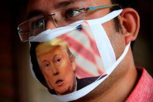 Policía será amonestado por llevar mascarilla pro Trump
