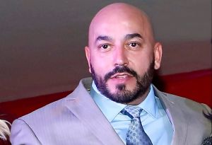 "Lupillo Rivera recibe lluvia de críticas tras decir que ""él comió primero en la mesa"", refiriéndose a Belinda"