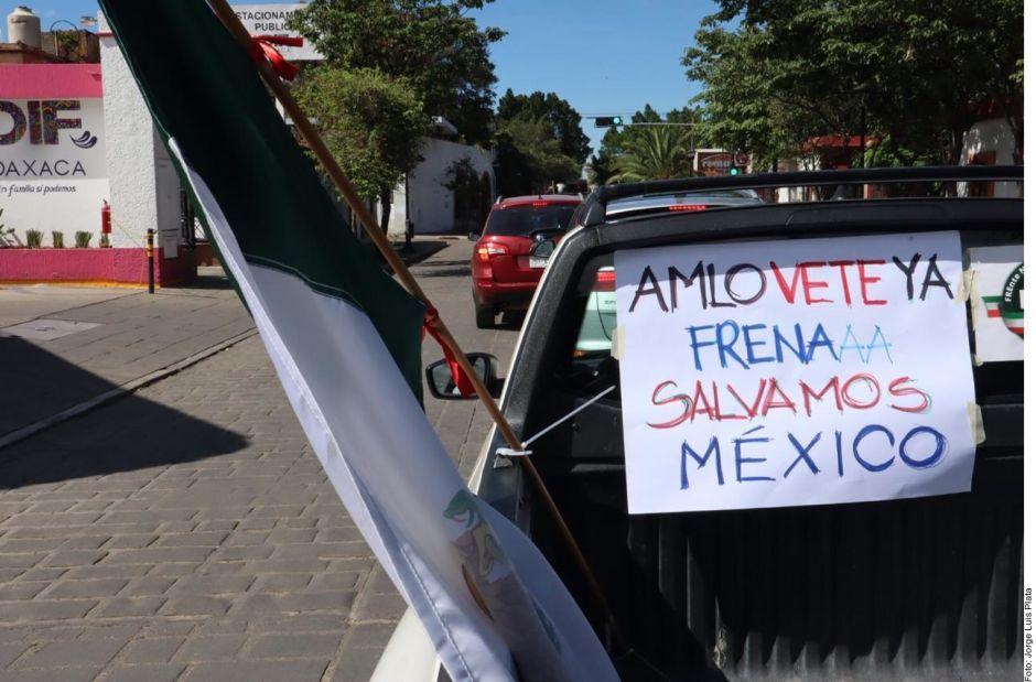 ¡Fuera AMLO! piden en marcha mexicanos inconformes por malos resultados de Gobierno