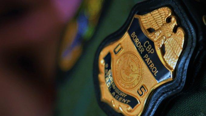 Transportaba a 58 indocumentados por amenazas a sus hijos y por deuda de $300 dólares
