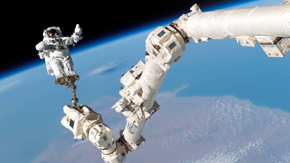 Se hará envío de dos turistas espaciales a la Estación Espacial Internacional en 2023.