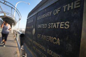 México y Estados Unidos extienden restricciones para cruzar la frontera