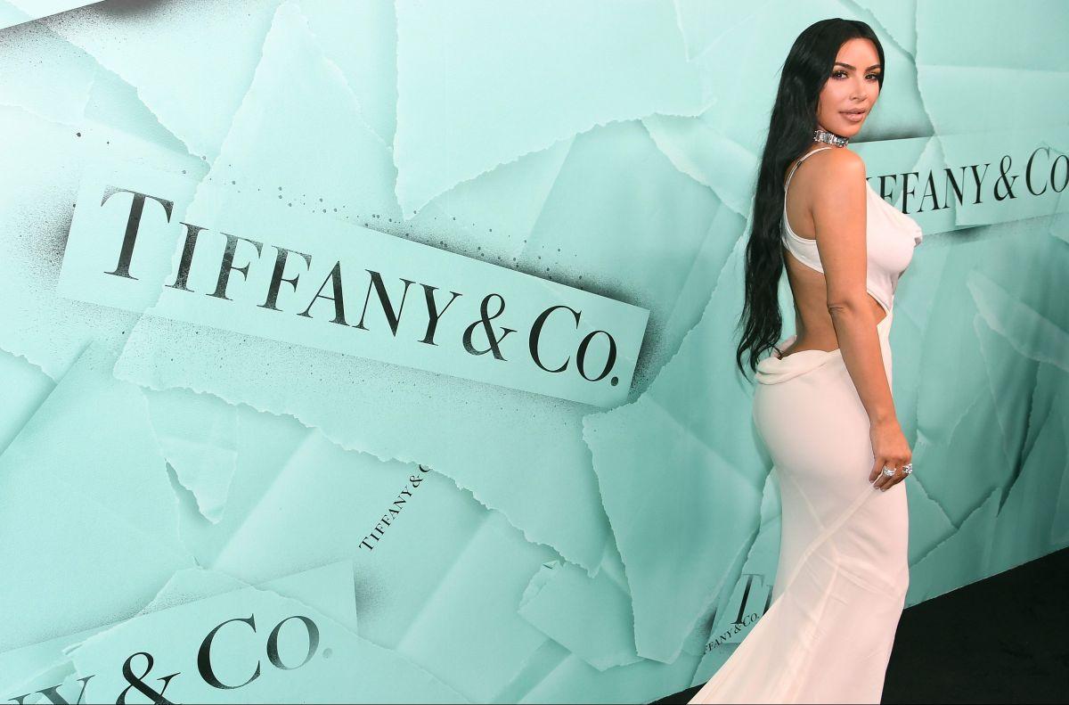 Joselyn Cano, conocida como la Kim Kardashian mexicana, se graba con una camisa transparente sin sostén