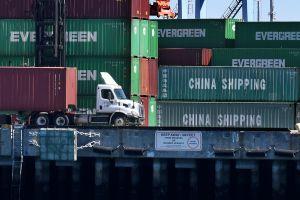 Incautan casi 10 toneladas de alimentos de contrabando provenientes de China en el Puerto de Long Beach