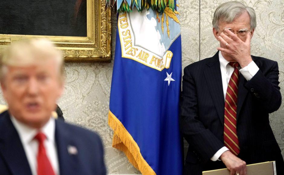 Gobierno de Trump abre investigación criminal contra polémico libro de exasesor del presidente