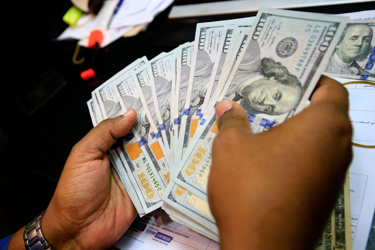Deja de esperar una segunda ronda de cheques de estímulo económico y prepara un plan para mejorar tus finanzas
