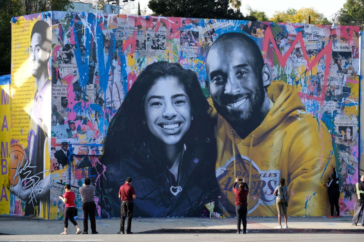 Mural de Kobe y Gianna Bryant en Los Ángeles.