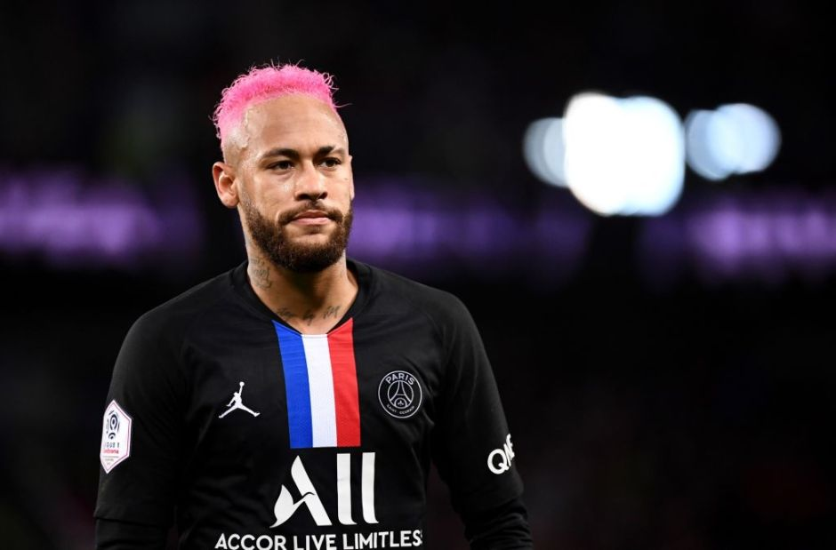 Denuncian a Neymar por lanzar fuertes comentarios homofóbicos contra novio de su madre