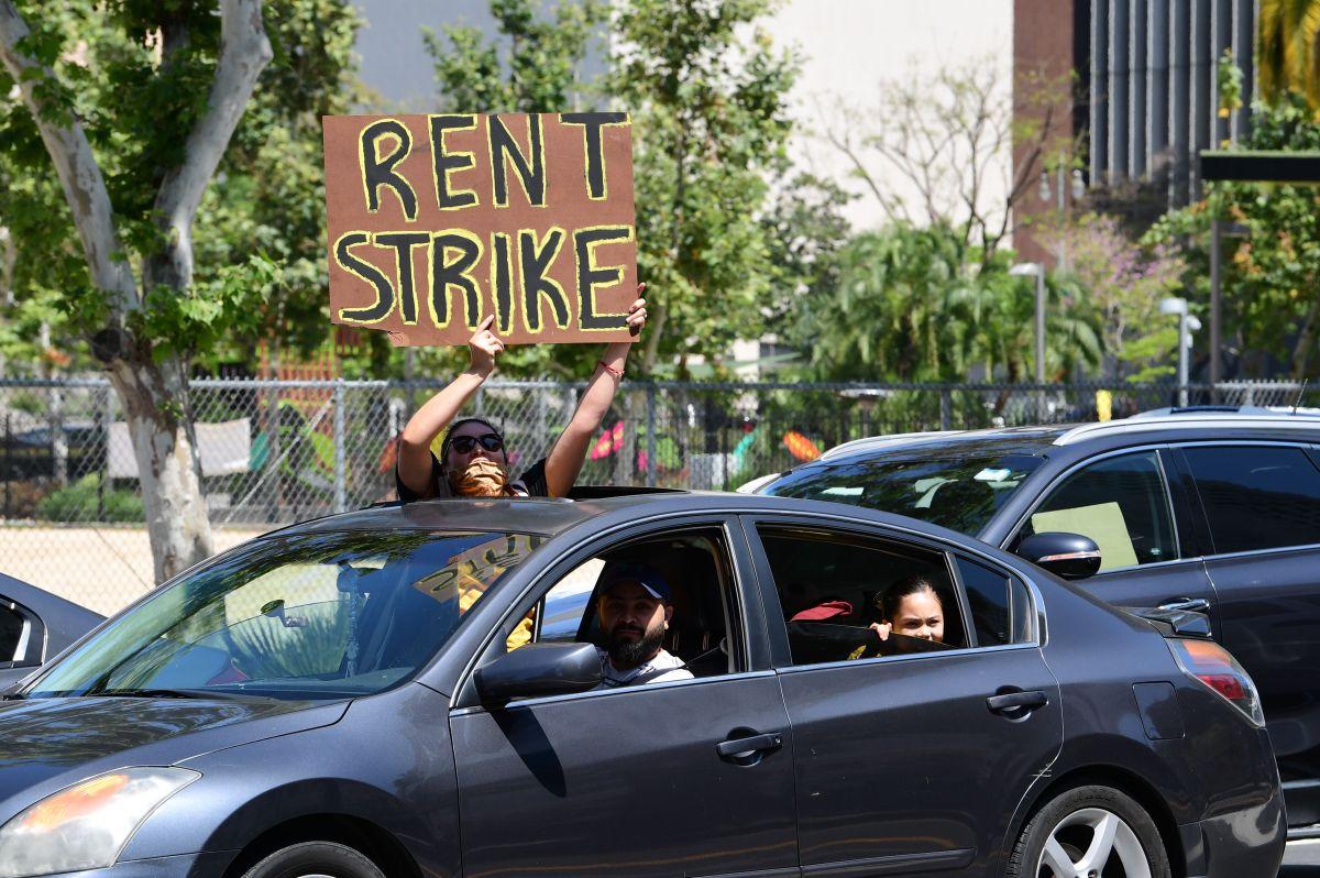 Residentes de la ciudad de Los Ángeles han protestado pidiendo que se cancelen las rentas.