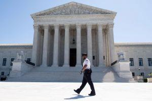 Tribunal Supremo analiza el muro, la restricción de asilo y el censo de indocumentados