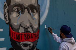 Martin Gugino: El manifestante de 75 años empujado por la policía en Buffalo salió del hospital