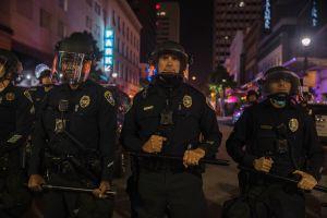 Policía de San Diego que disparó y mató a latino revive polémica tras burlarse del altar del joven