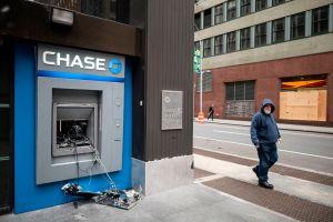Robo de bancos, el nuevo riesgo del uso de mascarillas para el jefe de regulación bancaria