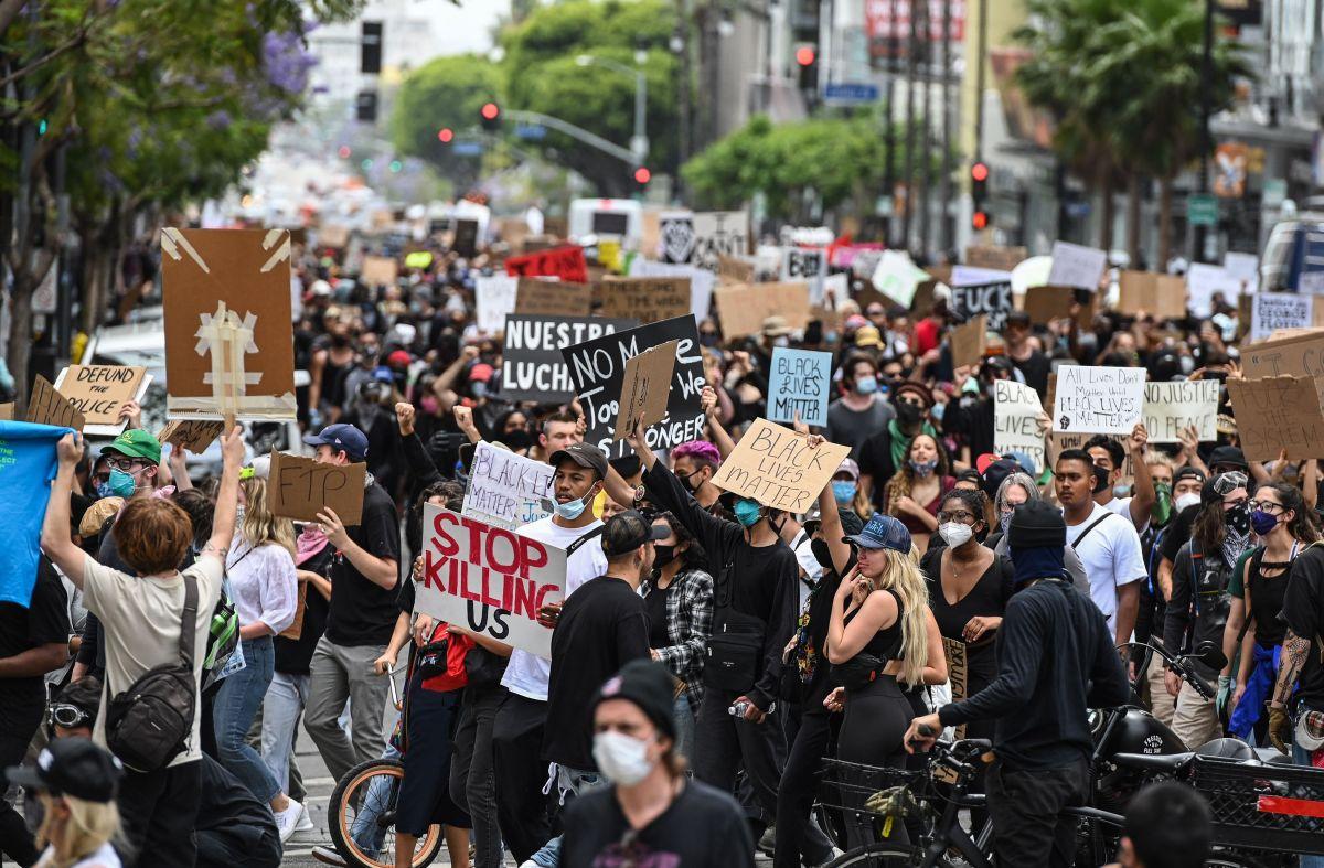 Una manifestación de protesta por la muerte de George Floyd en Hollywood, el 2 de junio de 2020.
