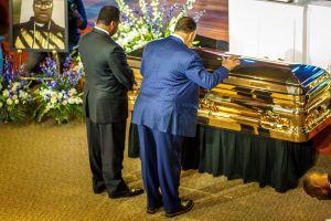 Donación de 'Money' Mayweather incluyó un ataúd dorado en la primera despedida de George Floyd
