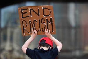 Racista cometió serios crímenes, pero su familia cubre fianza de $10 millones de dólares y queda libre