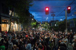 """Trump arremete contra las autoridades de Seattle por la """"zona autónoma"""" para protestas"""