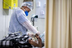 Tiene 70 años, venció al coronavirus y ahora le debe más de $1 millón de dólares al hospital