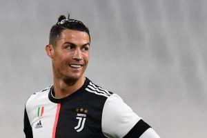Cristiano Ronaldo desata burlas al usar extravagante atuendo Louis Vuitton