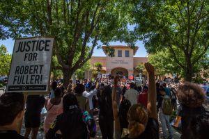 Autoridades de Palmdale respaldan una investigación independiente de la muerte del afroamericano Robert Fuller