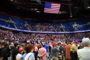 El mitin electoral de Trump en Tulsa no tuvo la asistencia esperada