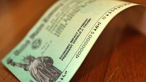 IRS asegura haber repartido un dineral en cheques de estímulo, pese a inconvenientes de beneficiarios