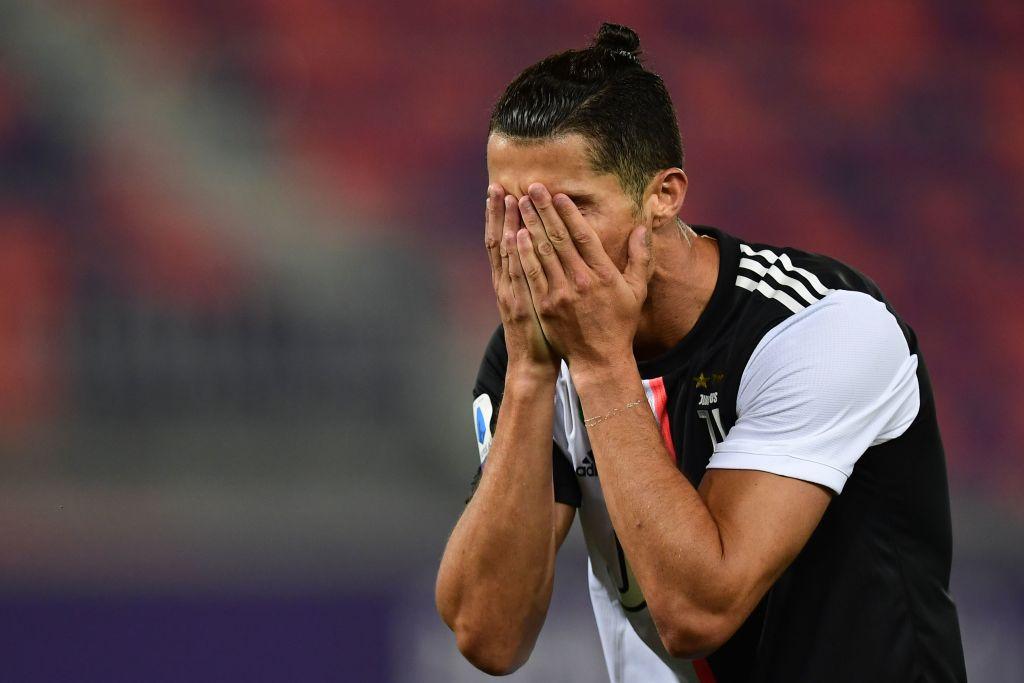 Cristiano Ronaldo lamentándose tras una falla ante el Bolonia.